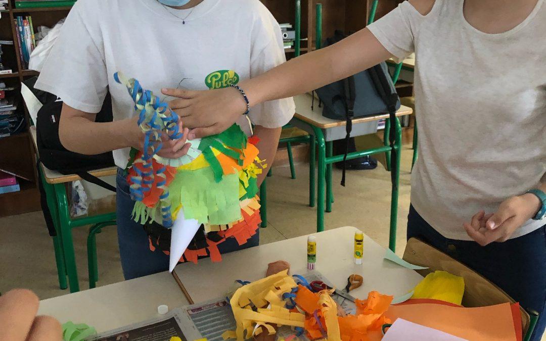 Confection d'une piñata en cours d'espagnol